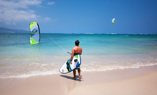 Rider standing on the beach waiting to go kiteboarding