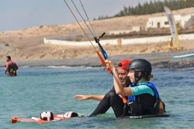 Learning to kitesurf 3